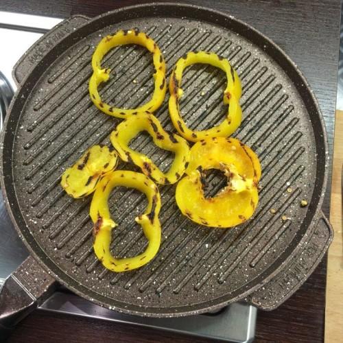 padella ondulata con peperoni gialli